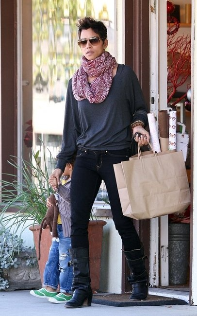 halle berry in fiorentini baker boots obsessed s t y. Black Bedroom Furniture Sets. Home Design Ideas