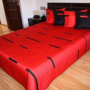 Červený prehoz na posteľ s čiernymi pásmi