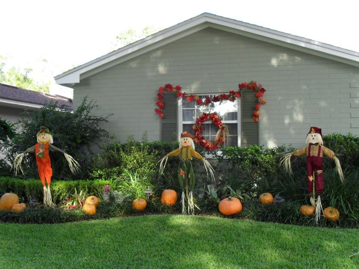 simpler decoration with scarecrow and pumpkin are a lot next to the house ideas - Halloween Garden Decor