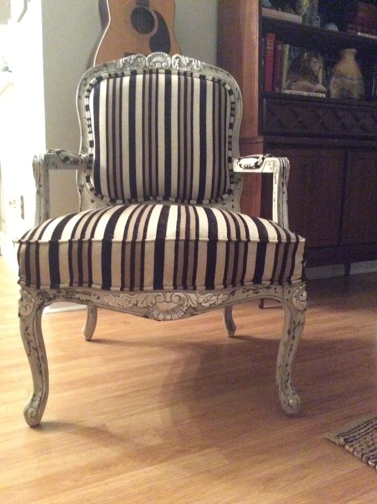 French rococo chair ! Is been paint it ,with Annie salon chalk paint ! 50%french linen and old white! Milk paint curio! Valpast black glaze ,silver leaf,rock stone! And upholster !!!