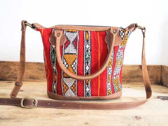 Ethnic bag. Woman Leather handbag, Boho-chic and kilim style. Woman leather bag made with 100% vegetable tanned and Moroccan fabric. Large capacity.