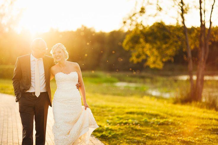 Постановочная свадебная фотография в движении