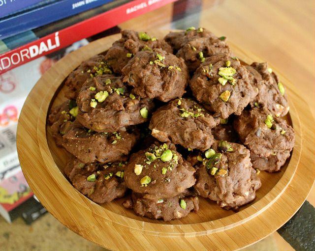 Шоколадное печенье с белым шоколадом и курагой