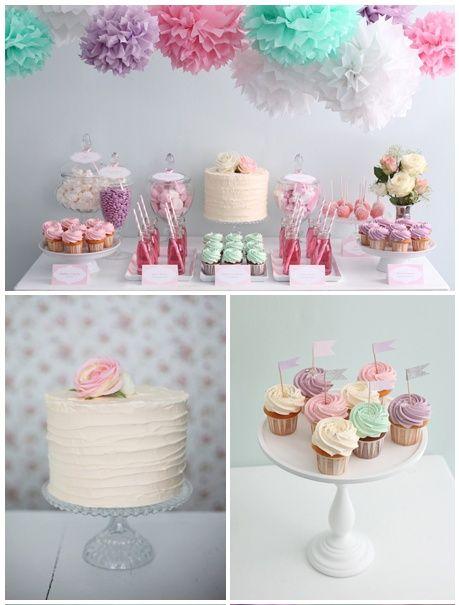 Mesa dulce en colores pastel con pompones de seda