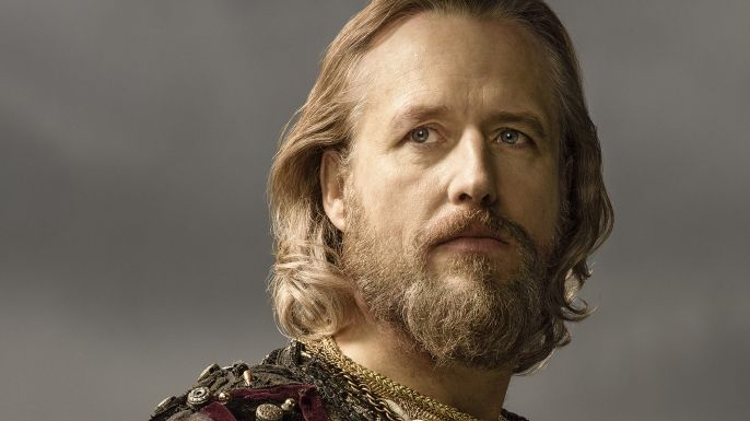 Linus Roache as King Ecbert King Ecbert is the ruler of Wessex, the largest of the five kingdoms in England with big plans to make it even larger. Unlike King Aelle of Northumbria, Ecbert is a sophisticated visionary, well versed in court life. Ecbert has always anticipated that he must someday face the Vikings and is prepared with strategies as to how they can be used to his advantage.