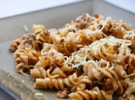 Macarrão de Panela de Pressão    Prepare um delicioso Macarrão de Panela de Pressão com apenas 4 ingredientes! Prático, econômico e delicioso!
