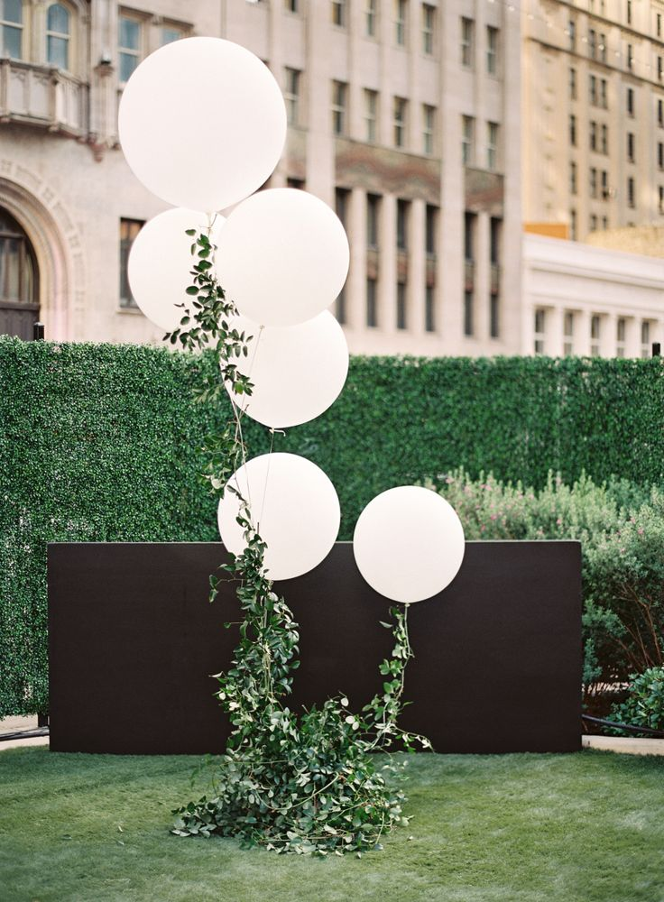 Photography : Lauren Peele Photography Read More on SMP: http://www.stylemepretty.com/2016/10/26/modern-spring-dallas-wedding/