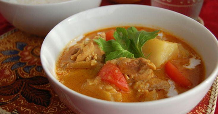南洋のスープカレーはいかが? ほろほろの鶏肉、南洋スパイス、ココナッツの甘み!