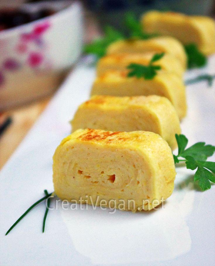 Cómo hacer tamagoyaki (rollito de huevo) vegano! Receta fácil y buenísima para hacer estos aperitivos o acompañamientos de otras recetas. Incluye tutorial con fotos paso a paso y cómo hacer tamago makis.