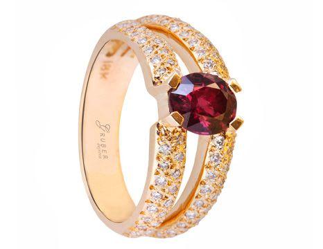 Anillo elaborado en Rubí, Diamantes y Oro #jewellery #ring #gold #luxury #diamonds #ruby