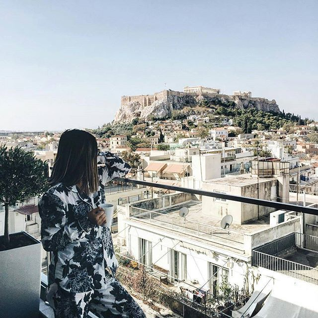 Repost from @prettysickly -  Enjoying my morning coffee with a great view at #electrametropolis :sparkles: @discover.greece #athens #blogtrottersgr #athenscity #rooftop #goodmorning #electrahotels