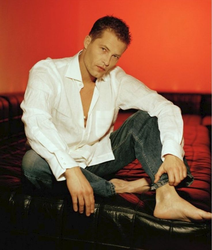 til schweiger hot male celebrities barefoot pinterest. Black Bedroom Furniture Sets. Home Design Ideas