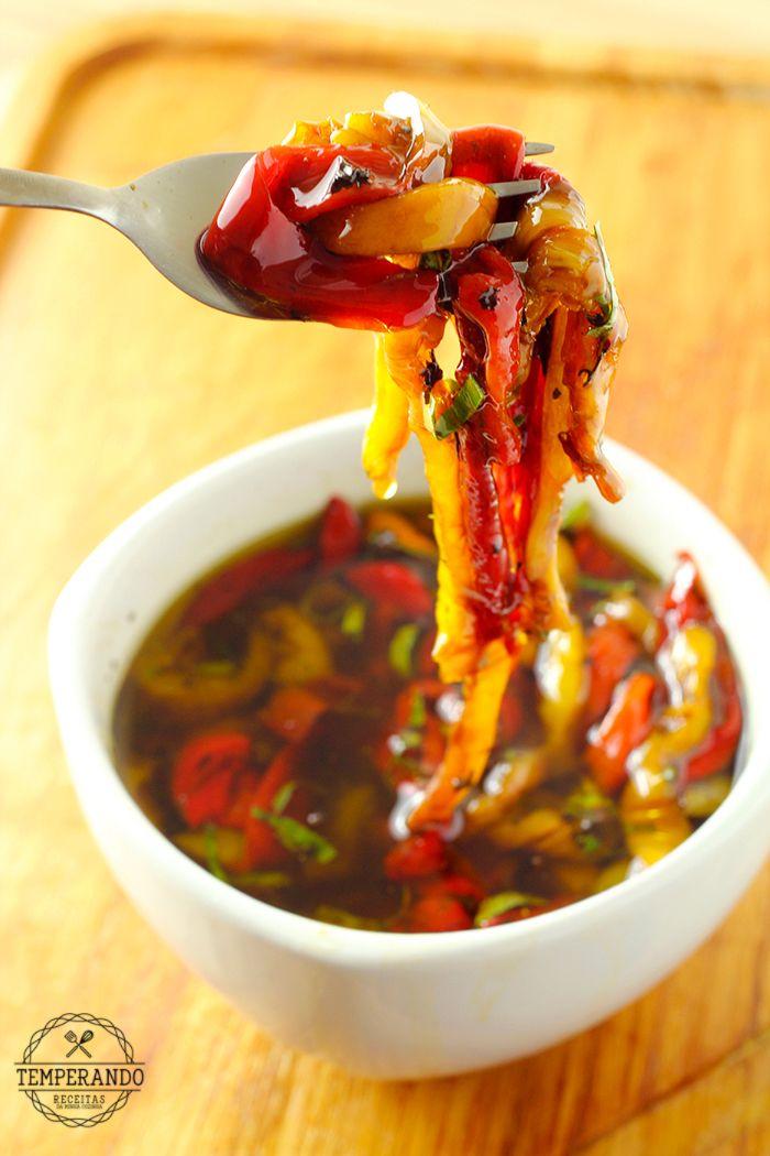 ANTEPASTO DE PIMENTÃO - Receita fácil e super deliciosa de antepasto de pimentão assado, ótimo para servir como entrada, petisco ou acompanhar saladas, massas ou carnes | temperando.com #receitafacil #antepasto #receita
