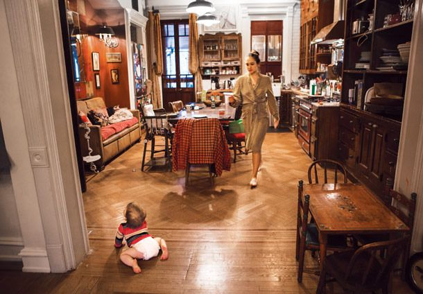 Life in Pictures: Jemima Kirke -- Vulture Love the couch in the kitchen as well as the little table.