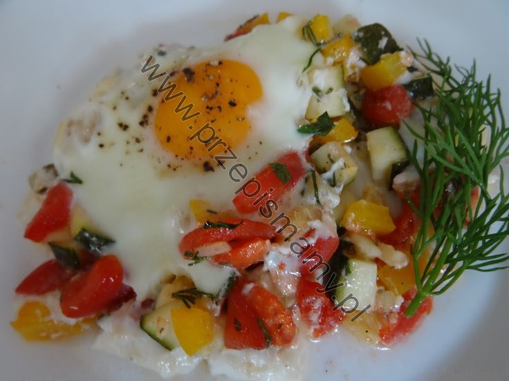 Jajka zapiekane z cukinią i papryką