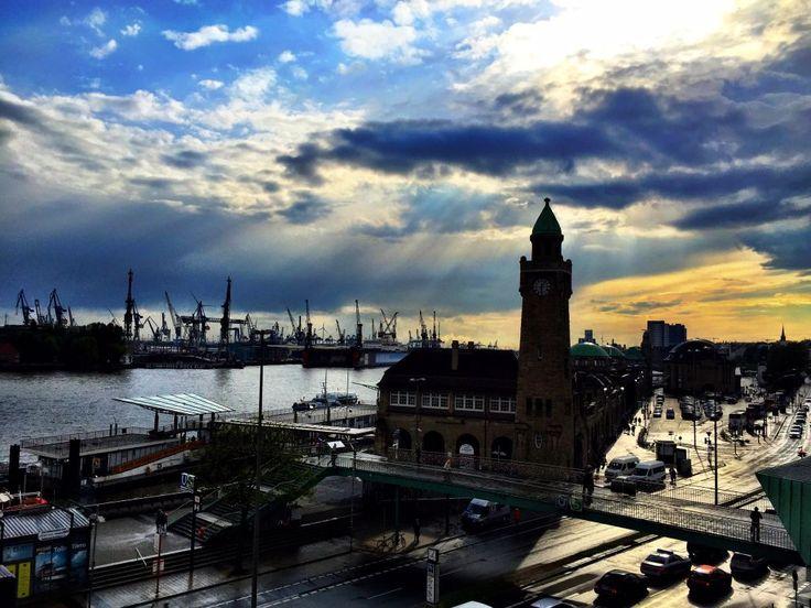 Fantastisk rejse til Hamborg i Tyskland. Solnedgang på havnen :) #billede #billeder #billedet #rejse #rejser #rejseliv #rejseblog #rejsefeber #rejsetips #hamborg #hamborg2015 #tyskland #tysklandstur #tyskland2015 #solnedgang #solnedgangen #turist #turister #afslapning #frihed #friheden