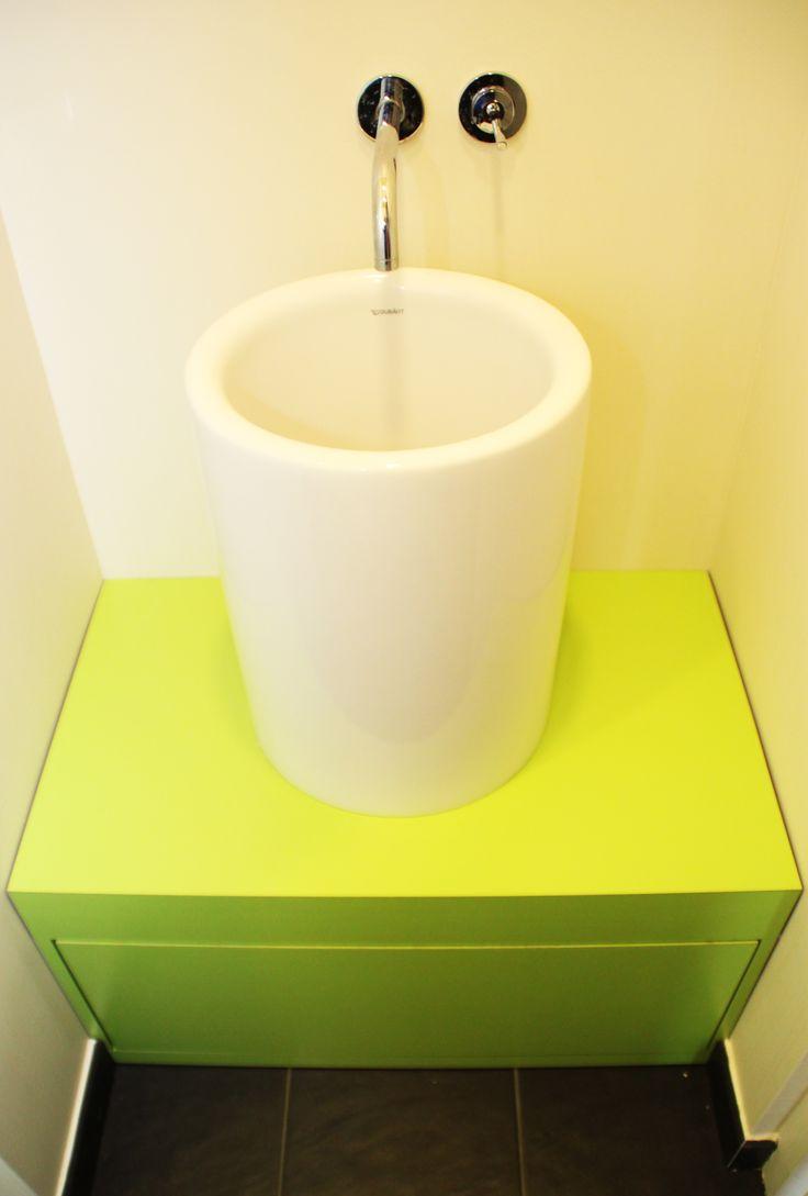 meuble lave main avec vasque posée sur caisson vert pomme sur mesure