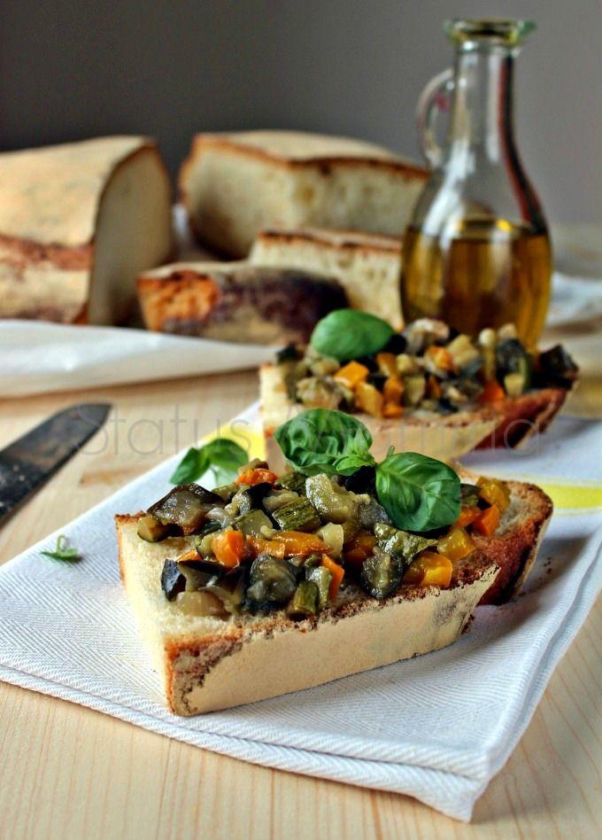 CAPONINA VELOCE, un mix di verdure stufate in padella tipica dell sud, parente della ciambotta coloratissima e ricca di sapore . Versione leggera..