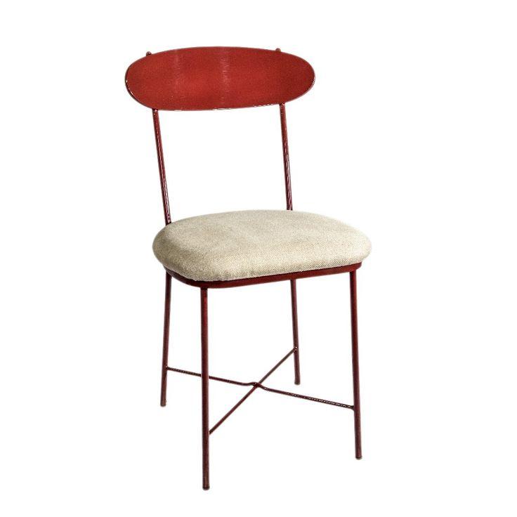 Cosy Feel è la versione imbottita di Iron Feel. Una sedia elegante nella sua semplicità e dotata di grande comfort, grazie alla spalliera accogliente e alla seduta imbottita, realizzata in questo modello con utah fine scelta per esaltarne la semplicità. può essere venduta anche senza imbottitura.