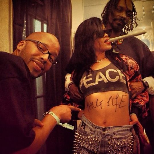 Rihanna smoking a blunt with Snoop Dog