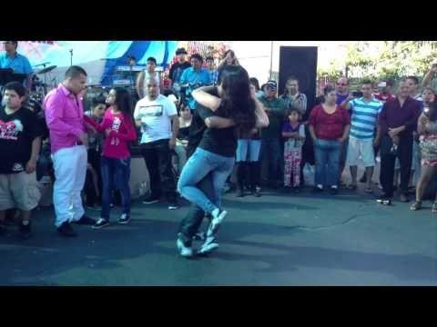Gorda bailando el tema de Joseph Fonseca