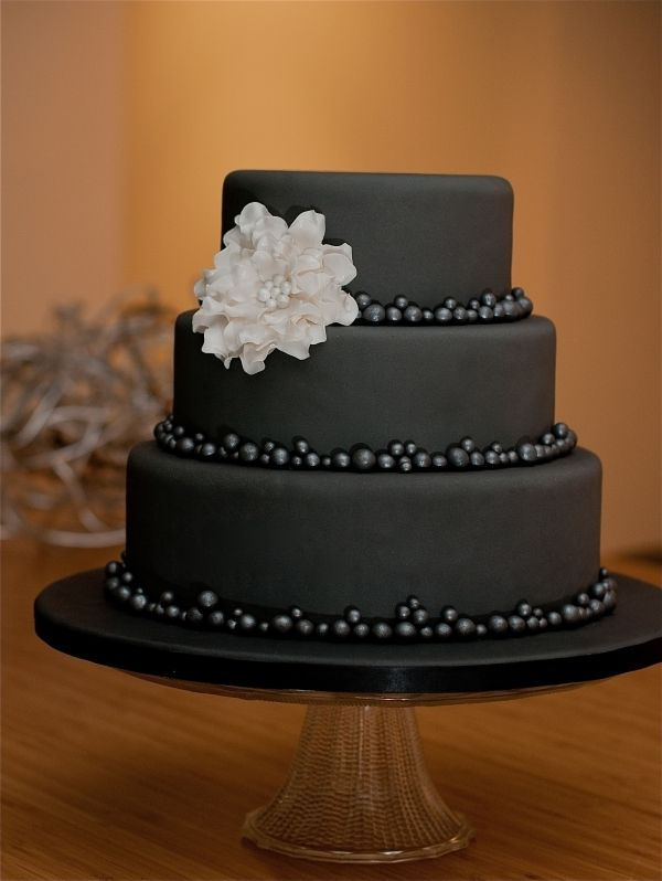 Vintage Black and White Roses cake for the 21st birthday of a ...