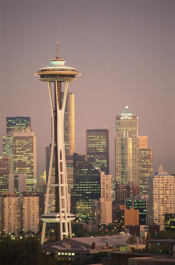 ✮ The Space Needle dominates the Seattle skyline