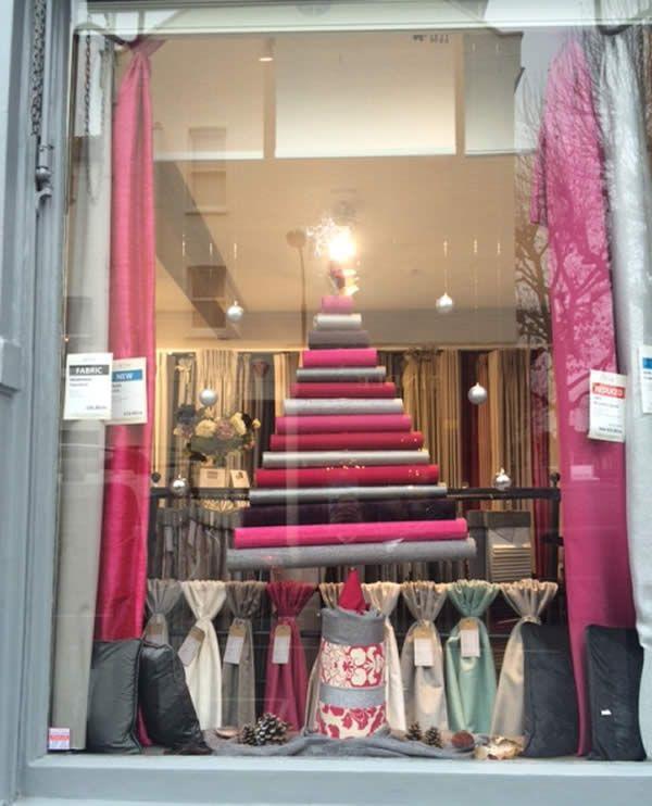 Festive Fabrics for a cosy Christmas http://www.pretavivre.com/news/festive-windows