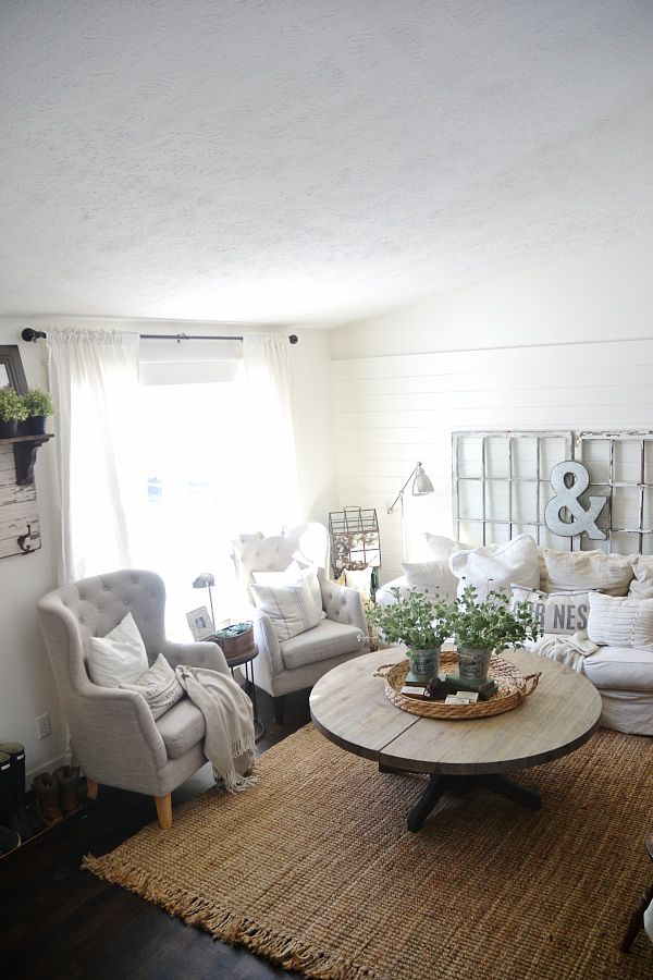 light & bright neutral living room.