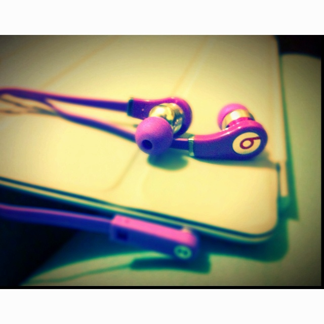 MONSTER Beats Tour purple
