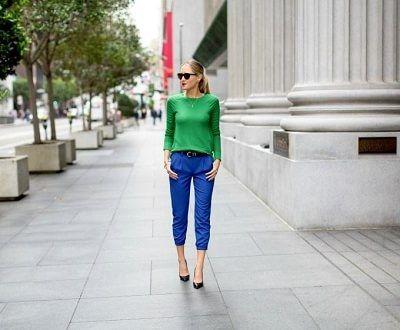 青クロップ素パンツと緑トップス大人綺麗め着こなしコーデ