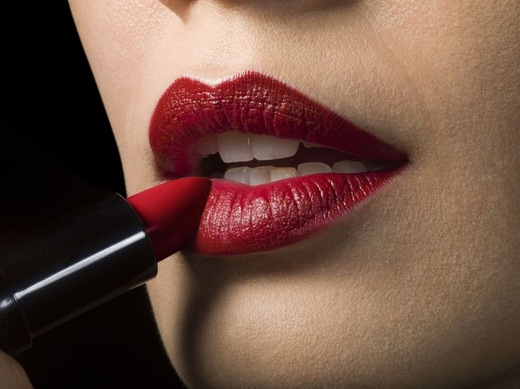 We have all sought out that perfect long-lasting lipstick, but there are things we can do ourselves to prepare our lips to help our lipsticks last longer. Here is a 5-step tutorial.
