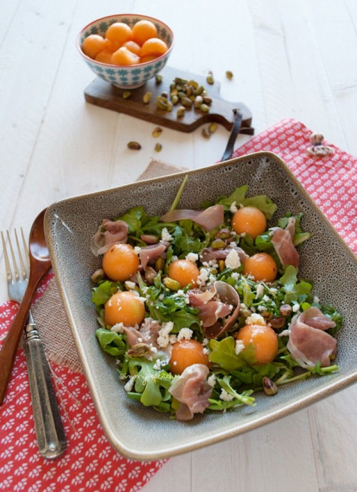 Rucola salade met cantaloupe meloen en parmaham, lekkers zomers!