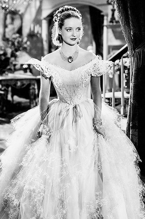 Bette Davis │ Jezebel, 1938  (this is a movie I want to see)