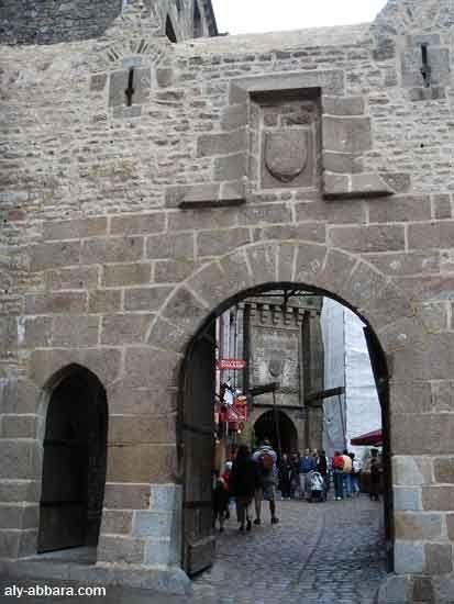 France ; Mont Saint-Michel - Village - porte de l'avancée
