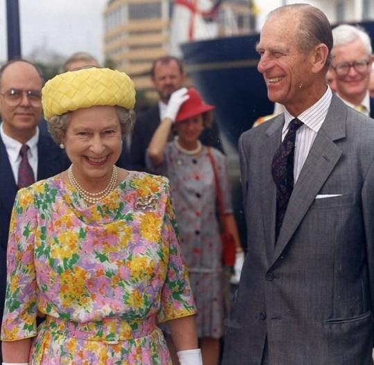 Her Majesty and Her husband, Prince Philip, leave the Royal Yacht Britannia at Tampa, Florida, 1991