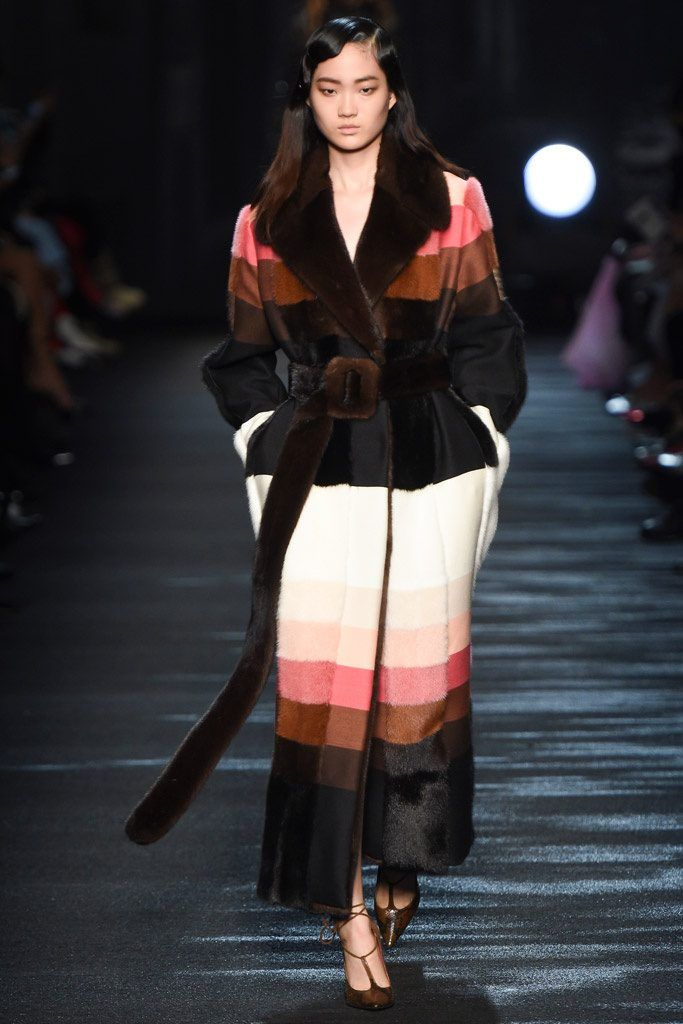 Итальянская шуба Блюмарин модные тренды - мех и шубы зима 2016/2017 - какие шубы в моде Зима 16/17 #fur #fashion #winter #winter2016/2017 #fashiontrend #шуба #трендзима2016