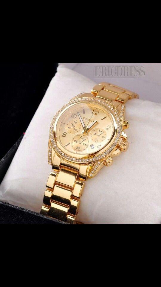 Esta muy de moda los relojes y lo mejor combinan con casi todo