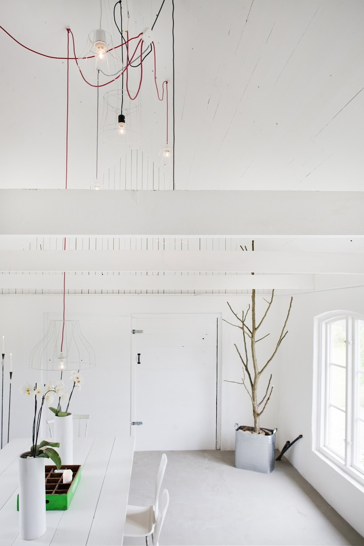 White painted wooden, bulbs.... Leva & Bo