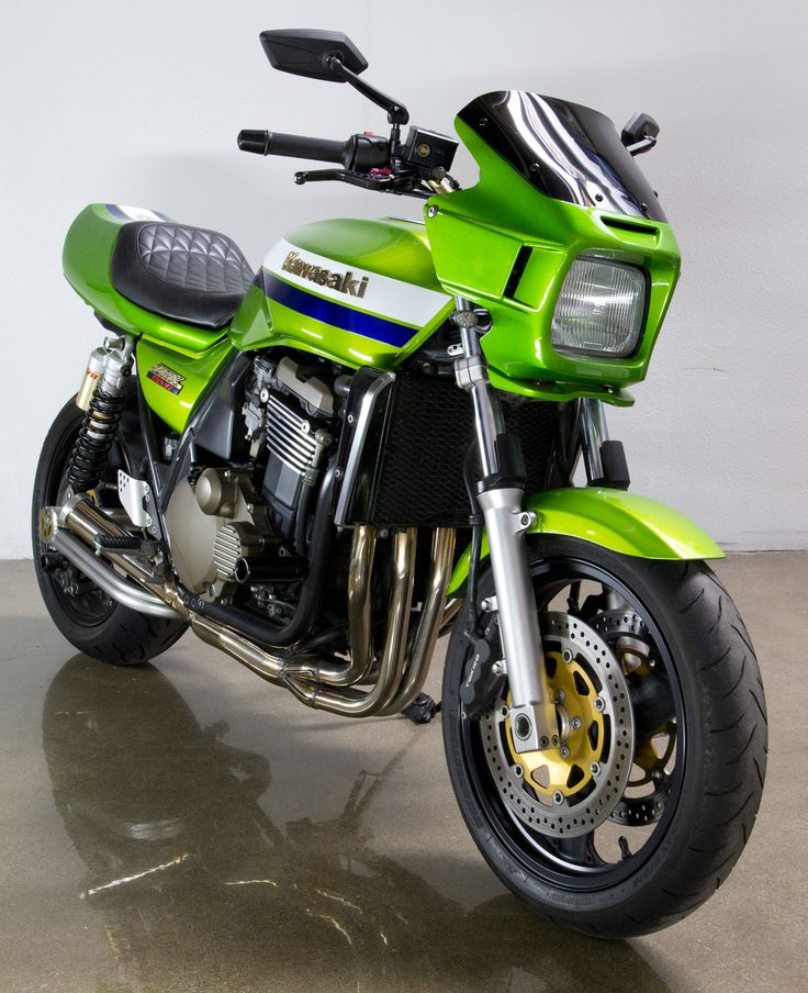 An awesome Kawasaki ZRX1200R. The colour blends well with the bike. There is no better feeling than having a motorcycle that has top quality parts matching the bike. http://4wheelonline.com/VTwin/