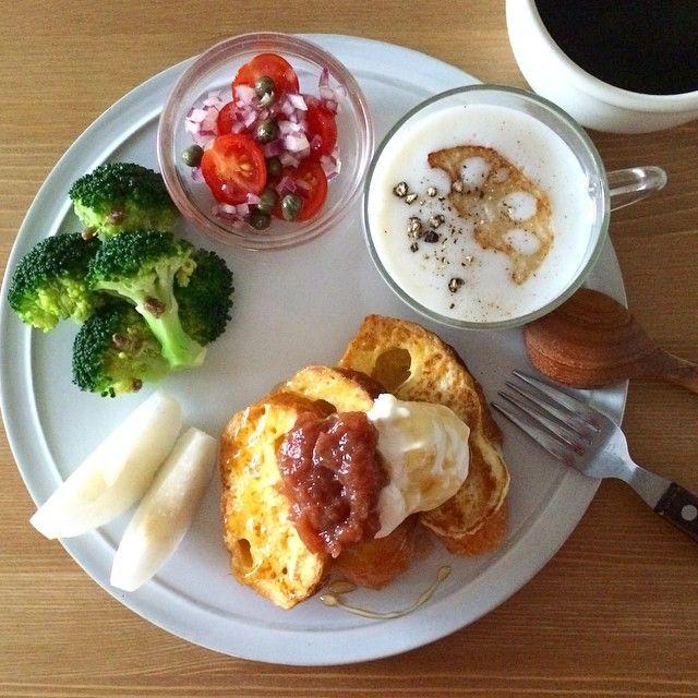Instagram media keiyamazaki - Today's breakfast. French toast. フレンチトーストにルバーブのジャム、レンコンのスープ。 土曜はスパイラルでのトークショーなのに、喉が痛くて咳が出て、これだけ食べるので説得力0だけど、少し気持ち悪い気がする。。やばい。。 そのスパイラルマーケットでの10月25日(土)18:00~の料理研究家 樋口正樹さんとのトークショーは、店内の一部分でスペースを設けていただいて開催されますので、お気軽にお立ち寄りください!15席程度の観覧席もご用意くださるそうなので、ご希望の方はスパイラルマーケットの店頭またはお電話(03-3498-5792)にてご予約くださーい。http://www.spiral.co.jp/e_schedule/detail_1242.html