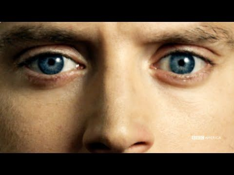 Dirk Gentlys Holistic Detective Agency | official trailer (2016) Elijah Wood Douglas Adams SDCC - YouTube