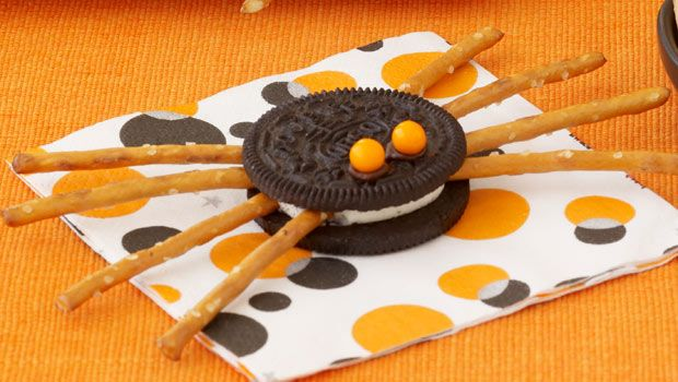 HaLLoWeeN TREATS kids EASY Spooky Spiders  I made ones like this for a treat when my son was in Kindergarten.