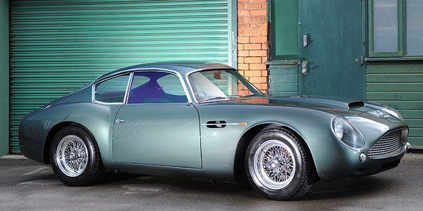 Ce week-end se tenait la célèbre vente aux enchères Bonhams, entièrement consacrée à Aston Martin. Parmi toutes les pièces de collection présentées, l'Aston Martin DB4 GT Zagato Sanction II est sortie du lot.    Ce modèle, le dernier d'une série de quatre exemplaires (châssis 0198), a été adjugé 1,2 million de livres sterling, soit près de 1,5 million d'euros, un prix en corrélation avec son estimation.