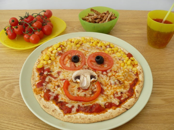 smiley face pizza cooking baking with flora cuisine pinterest smiley faces pizza and photos. Black Bedroom Furniture Sets. Home Design Ideas