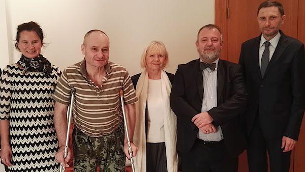 Čeští diplomaté zachránili Poláka zAsadova žaláře. Už je vbezpečí vBejrútu