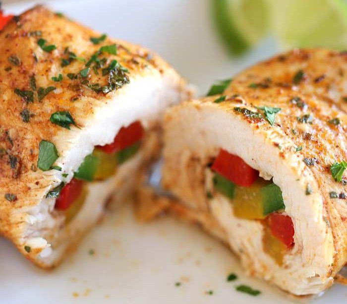 C'est une superbe façon de préparer le poulet, en rouleau, un peu dans le style d'un fajitas! La marinade est vraiment bonne :)
