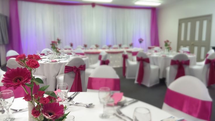 Wedding reception tablescapes, fuchsia wedding themes at Tamar Valley Resort