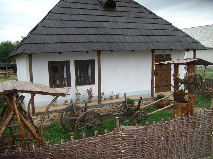 """Muzeul Etnografic """"Casa Bunicilor"""" din Chintinici"""
