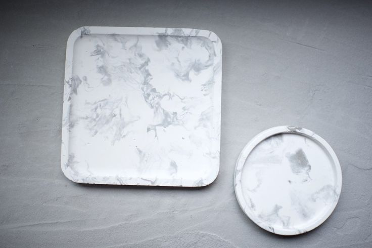DIY marbled-tray-using-concrete